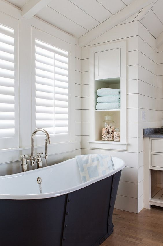 shutters-bathroom
